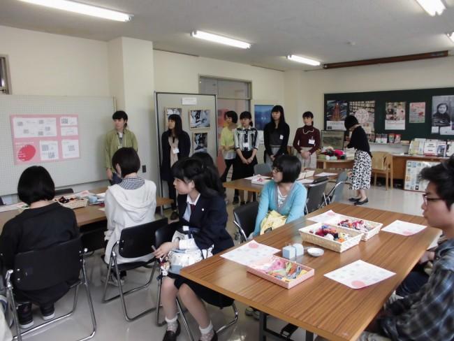 午前中は美術部の高校生が参加してくれました!