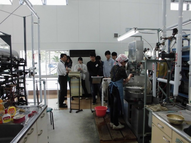 製糸工場も見学。この博物館の特色は何か、じっくり見ていただきました。