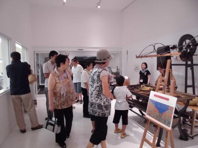 富岡製糸場の創業当時のフランス式繰糸機復元機の実演を行いました!