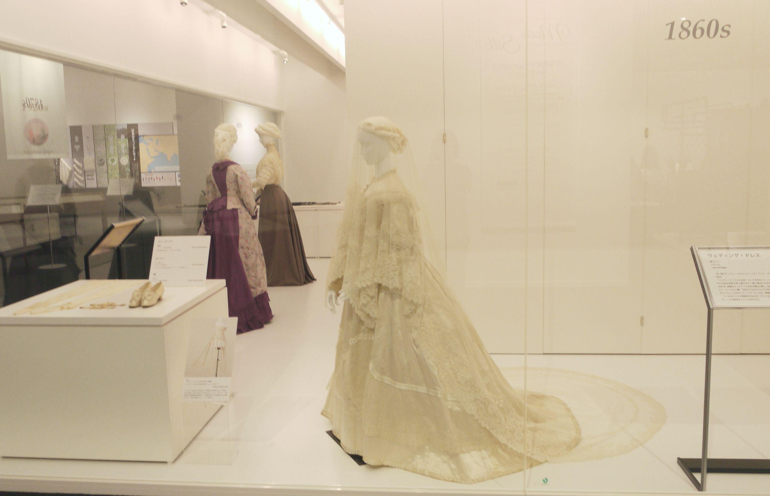 1860年代のウェディング・ドレス