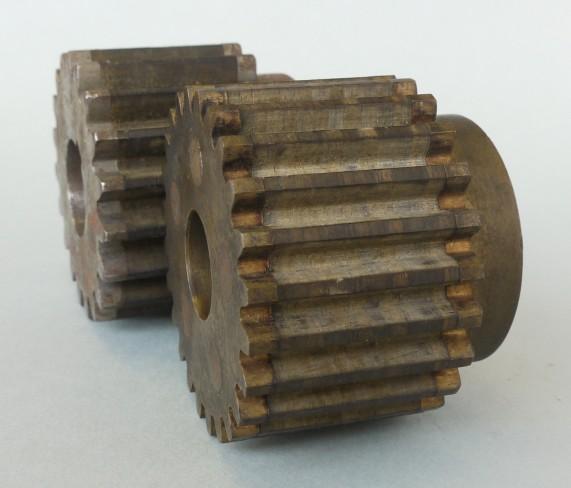 絹無音歯車 左右は金属で、中が絹で出来ています!